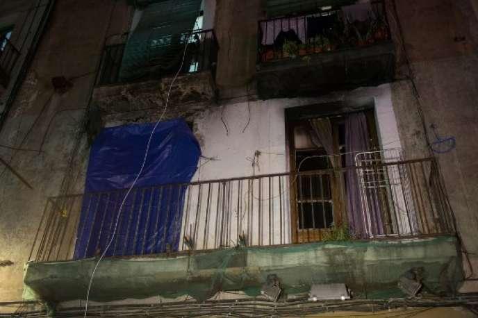 A l'issue d'une quarantaine de perquisitions dans le quartier de Raval à Barcelone, 27 lieux de vente ont été fermés, dont 7 ont été murés pour qu'ils ne soient pas occupés de nouveau.