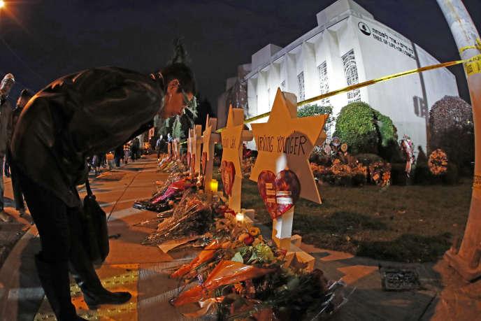 «Il faut que le discours et l'action politiques ne jouent pas sur les peurs et le rejet de l'autre» (photo: deux jours après l'attentat du 27octobre, à Pittsburgh).