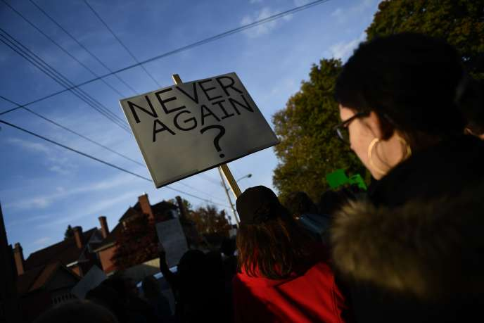 Lors d'une manifestation de protestation à la venue de Donald Trump après l'attentat dePittsburgh, lors duquel un tireur a tué 11 personnes dans une synagogue, le 27 octobre.