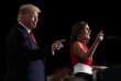 Martha McSally accueille Donald Trump lors d'un meeting«Make America Great», à Mesa, près de Phoenix, en Arizona, le 19 octobre.