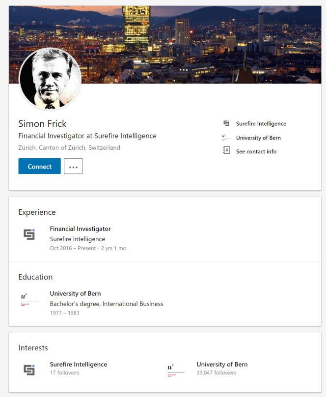 Sur le réseau social professionnel Linkedin, Simon Frick a pour photographie de profil un portrait de l'acteur austro-allemand Christopher Waltz.