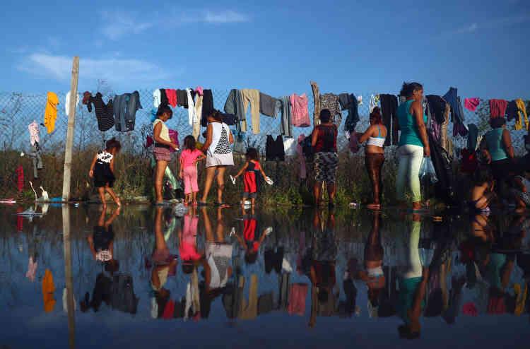 Ces migrants et les défenseurs des droits de l'homme mexicains qui les accompagnent ont demandé que des autobus soient à mis à leur disposition pour gagner Mexico, située à 730 km.