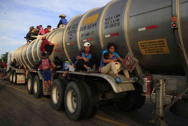 Le gouvernement mexicain n'apporte aucune aide au déplacement de ces populations, à l'exception de l'agence de protection des migrants, qui a conduit certains des retardataires.