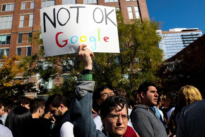 Jeudi matin à New York, des employés de Google ont quitté leurs bureaux pour protester après les révélations du« New York Times» sur des cas de harcèlement sexuel passés sous silence par l'entreprise.