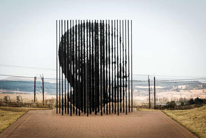 « Release » et ses 50 barres d'acier sculptées par Marco Cianfanelli, à Howick (Afrique du Sud).