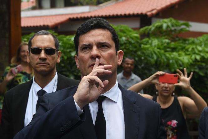 Le juge Sergio Moro lors de sa sortie d'une réunion avec Jair Bolsonaro, jeudi 1er novembre à Rio.