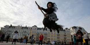 Dans le centre-ville de Kiev, le 27octobre, en marge d'une marche de zombies.