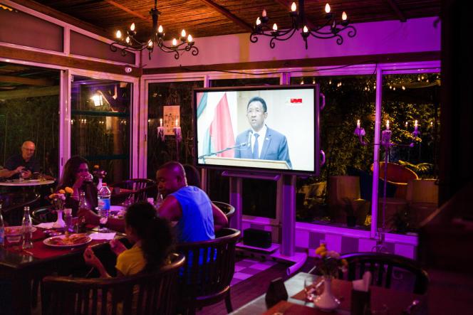 Dans un restaurant d'Antananarivo, le 22avril 2018, pendant un discours du président malgache, Hery Rajaonarimampianina.