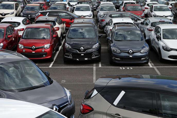 A l'usine Renault de Flins, en mai 2015. Les chiffres des immatriculations de voitures neuves en France, en octobre, confirment la morosité du marché.