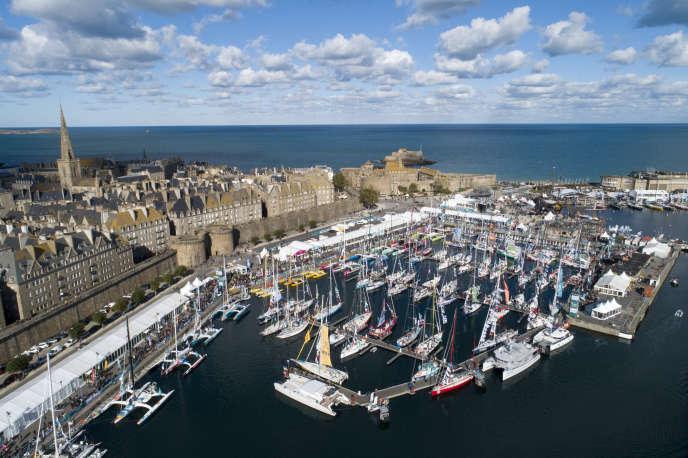 La majorité des 123 concurrents de la Route du rhum 2018 sont réunis dans le bassin Vauban, à Saint-Malo.