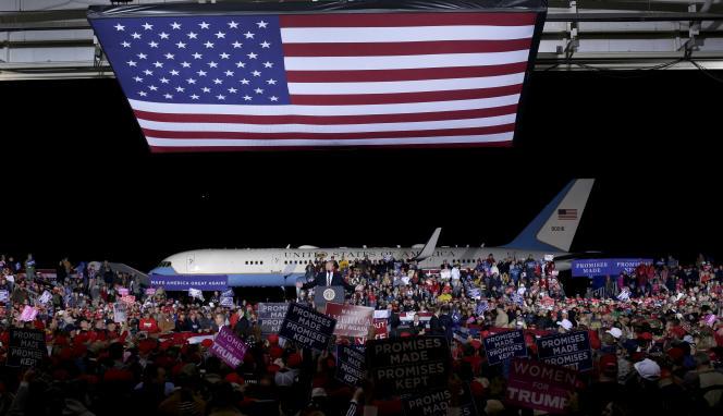 Le président américain Donald Trump lors de son arrivée à Columbia (Missouri), le 1er novembre.