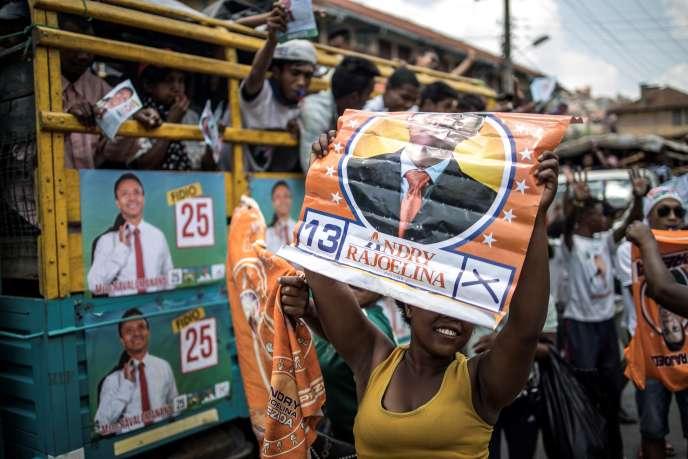 Des partisans de Marc Ravalomanana et d'Andry Rajoelina à Antananarivo le 2 novembre, à quelques jours du premier tour de la présidentielle malgache, le 7 novembre 2018.