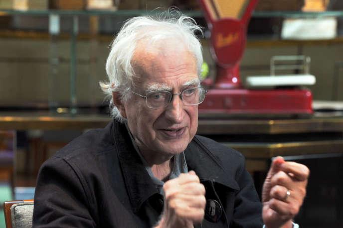 Le cinéaste Bertrand Tavernier dans le documentaire deMarius Doïcov,« Filmer le chaos».