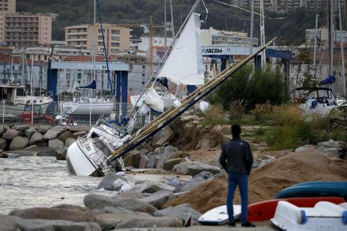 Dans le port d'Ajaccio après le passage de la tempête Adrian, le 31 octobre.