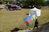 Un enfant porte le drapeau indépendantiste, lors d'un meeting du FLNKS, le 30octobre 2018.