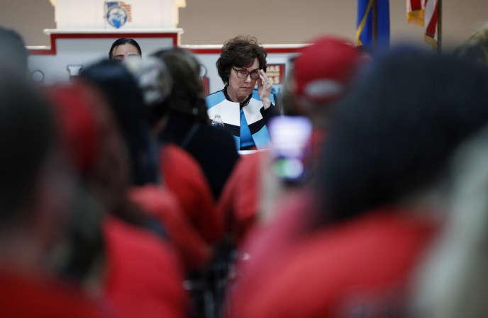 La candidate du Parti républicain, Jacky Rosen, en réunion avecle syndicat Culinary Workers Union, à Las Vegas (Nevada), le 17 octobre.