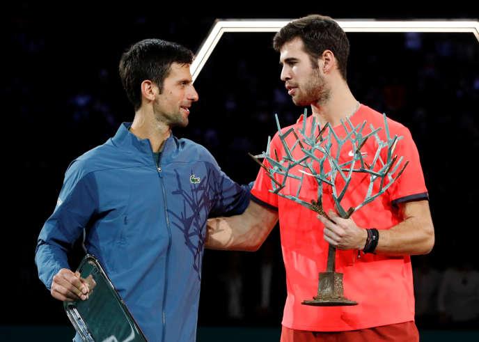 Novak Djokovic a vu sa série de 22 victoires d'affilée stoppée par le Russe Karen Khachanov, dimanche à Bercy.