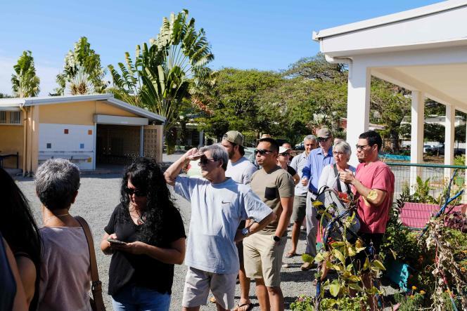Les électeurs se pressent à Nouméa pour voter, le 4 novembre.