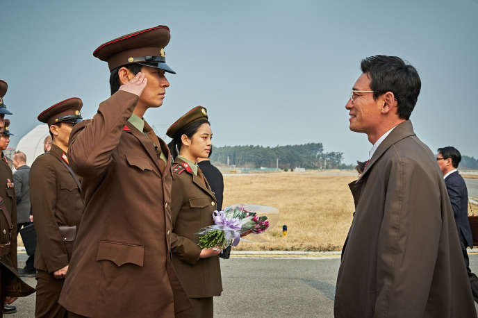 Hwang Jung (Jeong)-min (à droite) dans le film coréen de Yoon Jong-bin,« The Spy Gone North» (« Gongjak»).