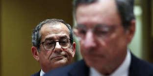 Le ministre italien de l'économie, Giovanni Tria, et le président de la Banque centrale européenne, Mario Draghi, à Bruxelles, le 5 novembre 2018.