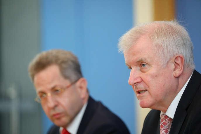 Horst Seehofer, à droite, et Hans-Georg Maassen à Berlin, le 24 juillet.