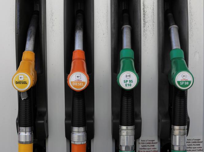 Le gouvernement a décidé d'augmenter les taxes sur les carburants.