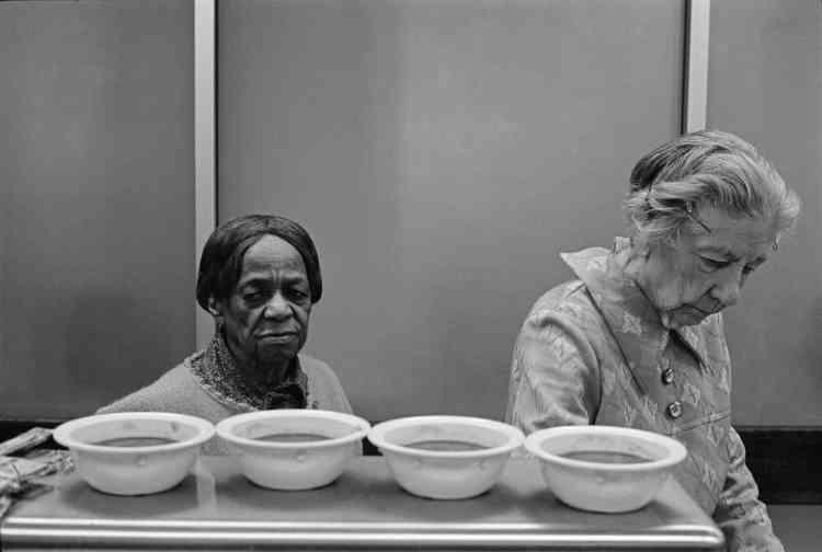 «Révulsée par l'exclusion, Martine Franck commence en 1979 l'un de ses grands projets personnels sur la thématique de la vieillesse et de la pauvreté. Tout ne se photographie pas. Il y a des moments où la souffrance, la déchéance humaine vous étreignent et vous arrêtent. D'autres situations, intéressantes sociologiquement, ne disent rien visuellement.»