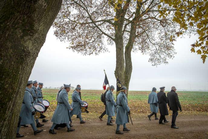 Pour le deuxième jour de sa semaine d'itinérance mémorielle de l'Armistice de la guerre 14-18, Emmanuel Macron a participé à une cérémonie en hommage aux combattants français tués en août 1914 lors de la bataille des frontières à Morhange, lundi 5 novembre.