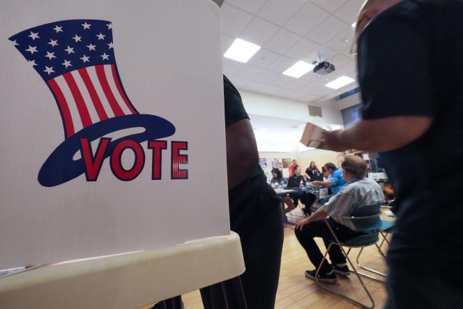 Bien que le nom de Donald Trump ne figure pas sur les bulletins de vote, de nombreux Américains perçoivent le scrutin comme un référendum pour ou contre le président avant l'échéance présidentielle de 2020.