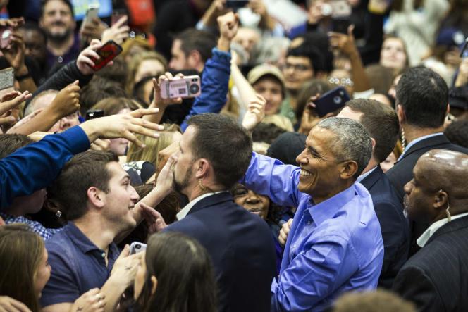 Barack Obama en campagne à l'université de l'Illinois à Chicago, le 4 novembre 2018.