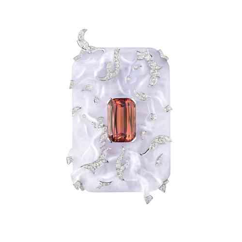 Broche Les Chevaux (collection Coromandel) en calcédoine, topaze impériale, or blanc et diamants,Chanel Joaillerie.