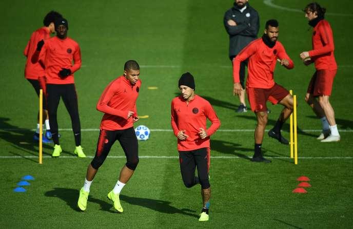 Kylian Mbappé et Neymar à l'entraînement, lundi5 novembre 2018 à Saint-Germain-en-Laye.