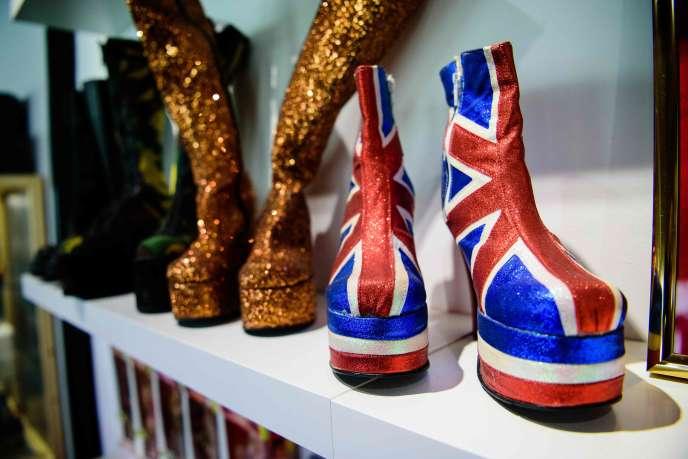 Les chaussures iconiques des Spice Girls étaient exposées lors d'un événement organisé par Ikea à Londres, en janvier 2016.