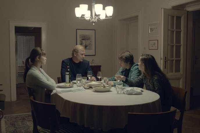 Une scène extraite du filmd'Olmo Omerzu,« Family Film» («Rodinny Film»).