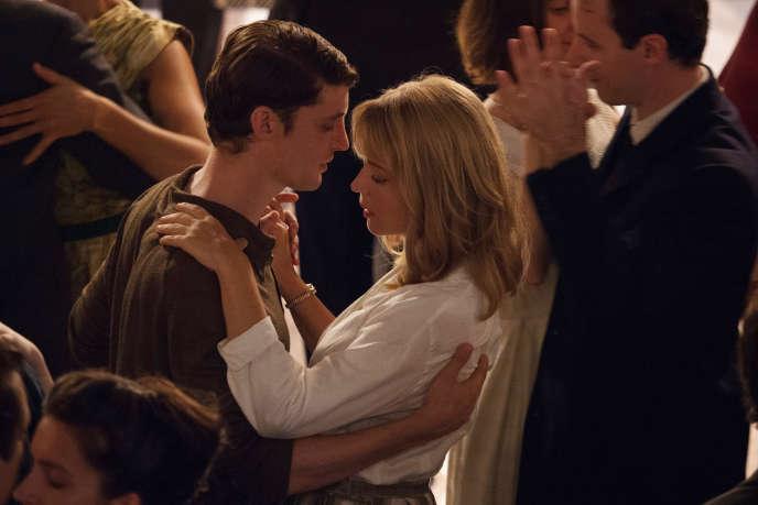 Niels Schneider et Virginie Efira dans« Un amour impossible», de Catherine Corsini, d'après le roman de Christine Angot.