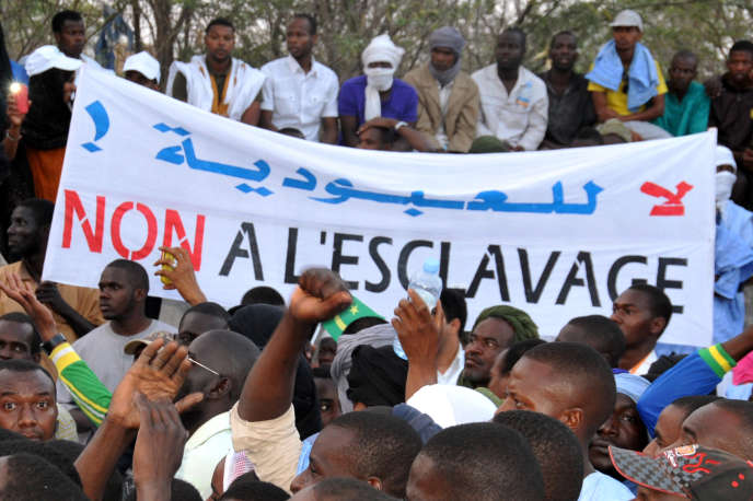 Manifestation contre la discrimination des descendants d'esclaves à Nouakchott, la capitale de la Mauritanie, en avril 2015.