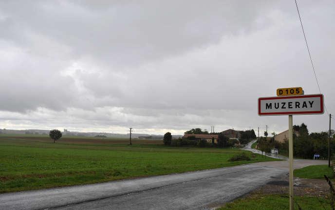 Un champ à l'entrée du village meusien de Muzeray en 2015. Une centaine d'hectares de terres agricoles sont interdits de culture.