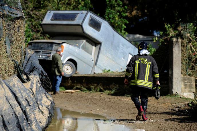 A Casteldaccia, près de Palerme, en Sicile, après les violents orages qui ont frappé la région, le 4 novembre.