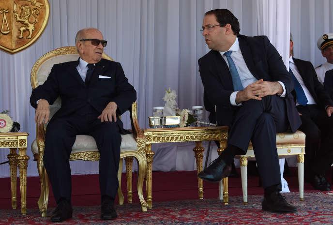 Le président tunisien, Béji Caïd Essebsi (gauche), et le chef de gouvernement, Youssef Chahed, à Tunis, le 25juin 2018.