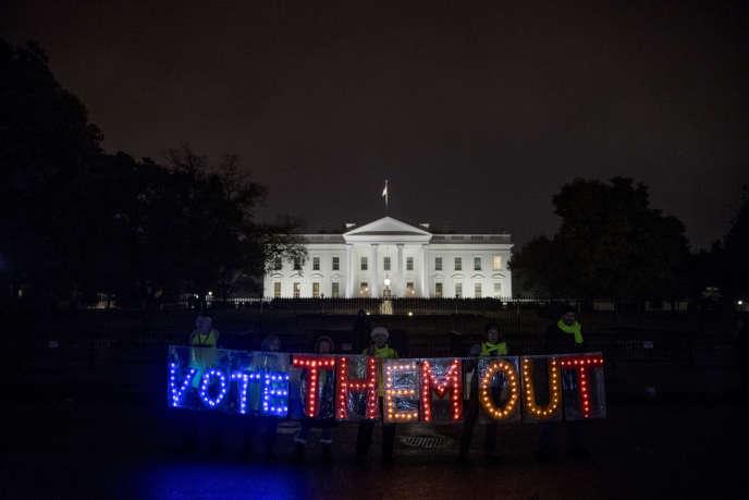 Manifestation devant la Maison Blanche, dans le nuit du 5 novembre 2018.