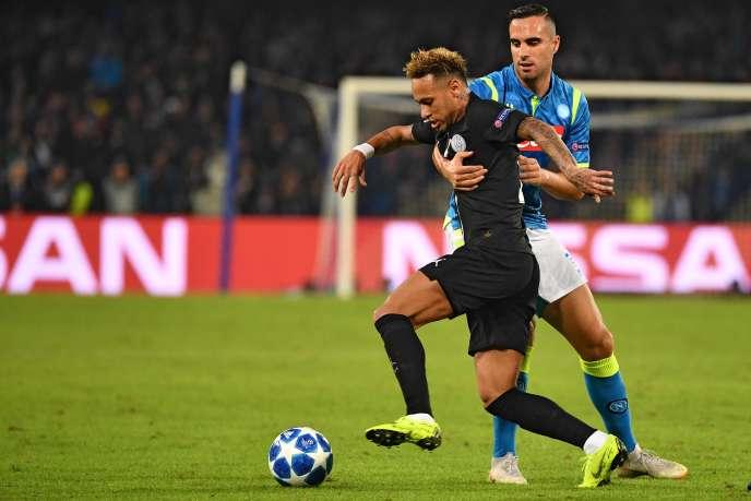 La star du PSG Neymar, à Naples, mardi 6 novembre.