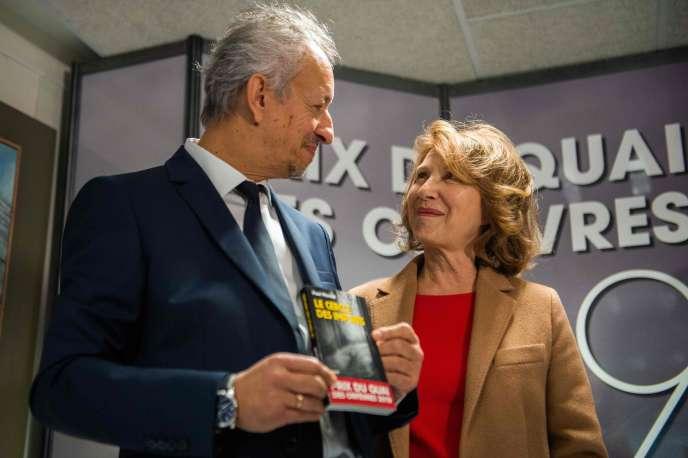 La comédienne Nathalie Baye (à droite) et le lauréat du prix du Quai des Orfevres, Paul Merault, le 6novembre.