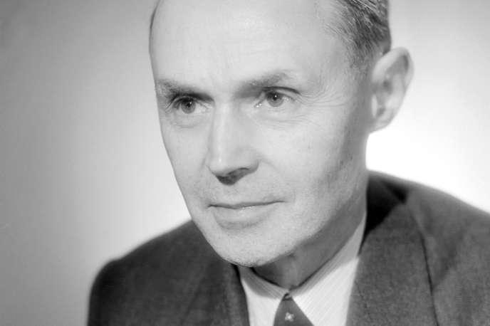 Portrait daté des années 1940 de l'écrivain français Maurice Genevoix (1890-1980). Membre de l'Académie française depuis 1946, son secrétaire perpétuel de1958 à1974, Maurice Genevoix illustrait dans ses livres un naturalisme optimiste.