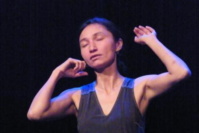 La conteuse et écrivaine Michèle Nguyen dans«Amadouce».