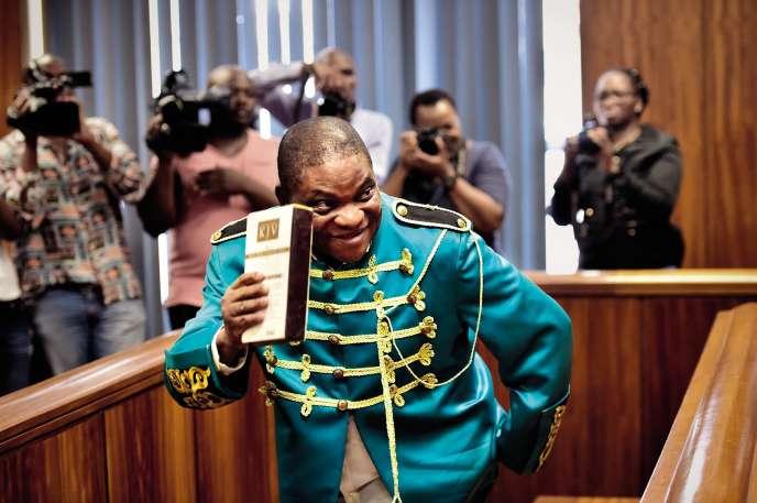 Le pasteur Timothy Omotoso lors de son procès à Port Elizabeth, le 9 octobre.