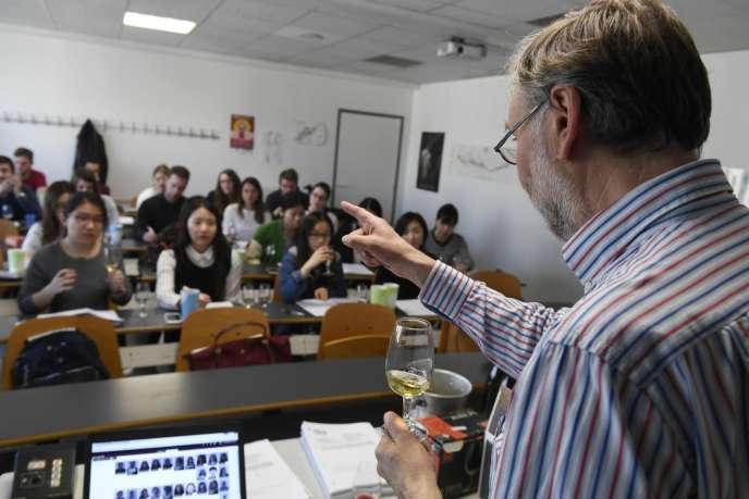 Un cours d'œnologie à la Burgundy School of Business, le 16mars 2017.