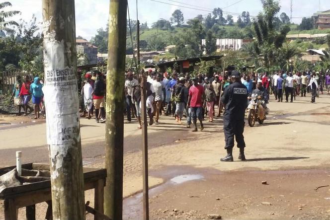 Lors d'une manifestation contre la discrimination des Camerounais anglophones, à Bamenda, le 22septembre 2017.