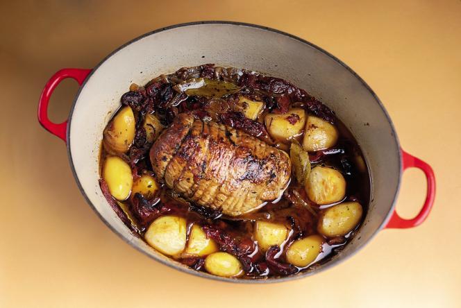 Du veau, des oignons et des pommes de terre.