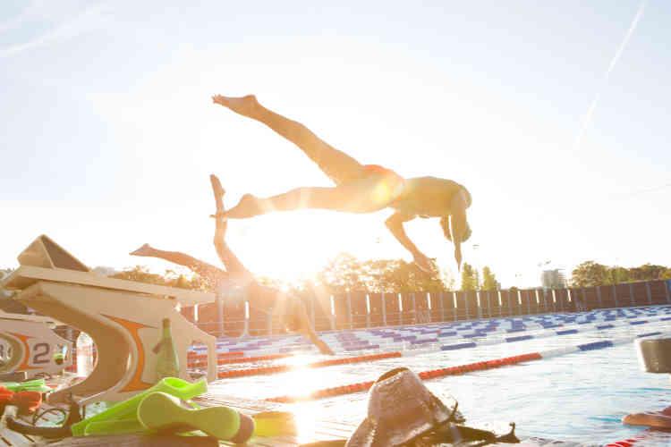 Les nageurs Meven Grandjean et Tom Paco Perdoni en plein plongeon.