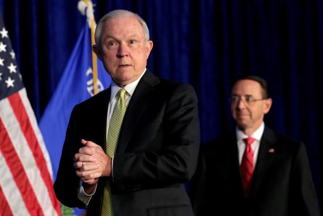 Jeff Sessions, qui était le ministre de la justice de Trump de février2017 ànovembre2018, en compagnie de son adjoint, Rod Rosenstein, lors d'un sommet dans le Maryland, enjuin2017.